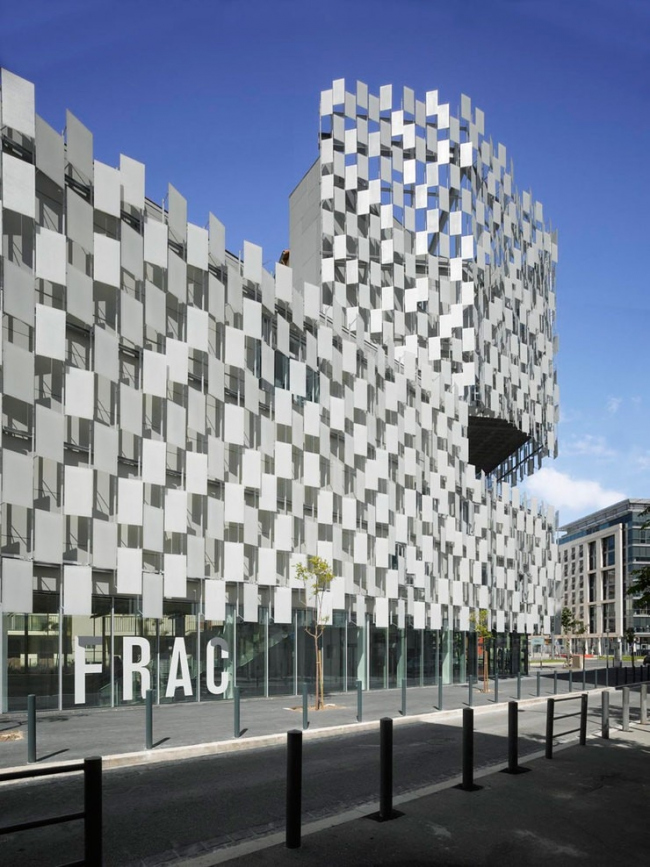 Здание FRAC Прованс - Альпы - Лазурный Берег © Roland Halbe