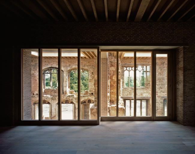 Реконструкция имения Эстли в Нанитоне. Бюро Witherford Watson Mann Architects © Hélène Binet