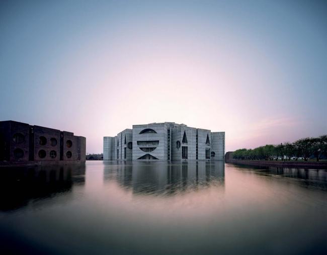 Луис Кан. Здание Национальной Ассамблеи в Дакке, Бангладеш. 1962–83 © Raymond Meier
