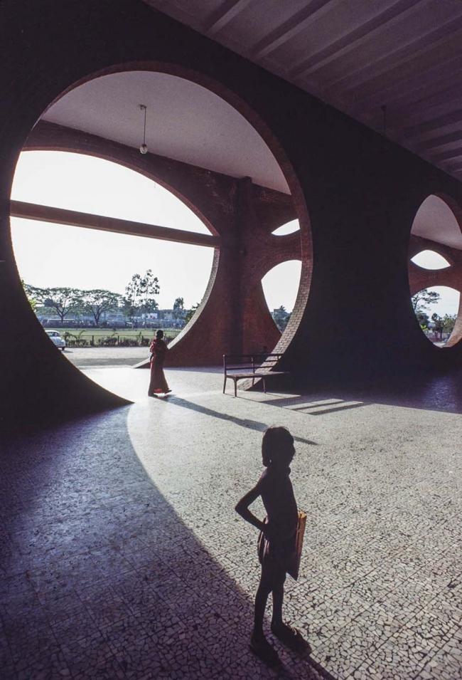 Луис Кан. Больница в правительственном комплексе в Дакке, Бангладеш. 1962–83 © Urs Buetticker