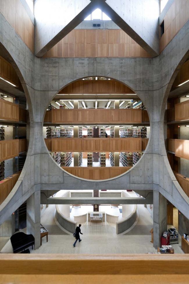Луис Кан. Библиотека Академии Филлипса в Эксетере, штат Нью-Гемпшир. 1965–72 © Iwan Baan