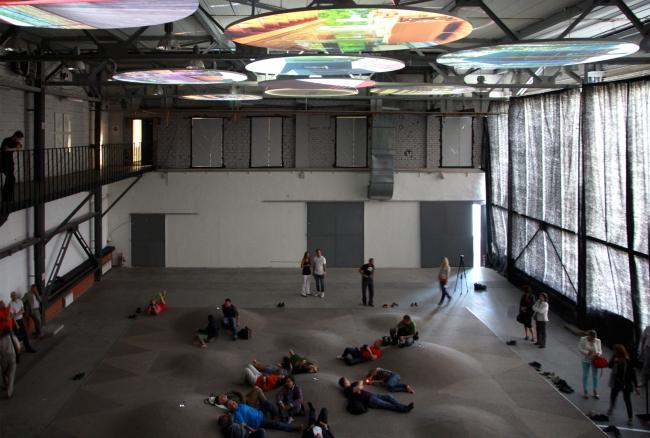 Пространство инсталляции. Выставка «Гравитация». Фотография Ю.Тарабариной