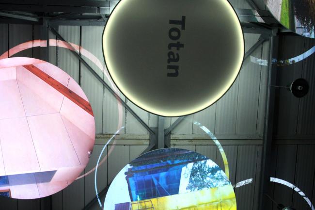 Круги на потолке. Выставка «Гравитация». Фотография Ю.Тарабариной
