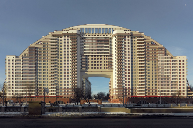 Жилой комплекс «Солнечная арка» (Arco di sole). Москва, 2009/2010. © Frank Herfort