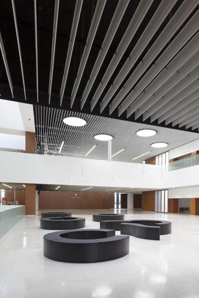 Корпус экономического факультета и магистратуры Университета Наварры © Ruben Perez Bescos