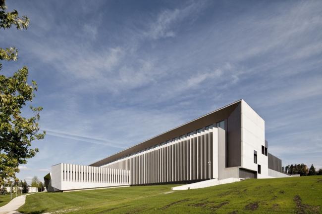 Корпус экономического факультета и магистратуры Университета Наварры © Pedro Pegenaute