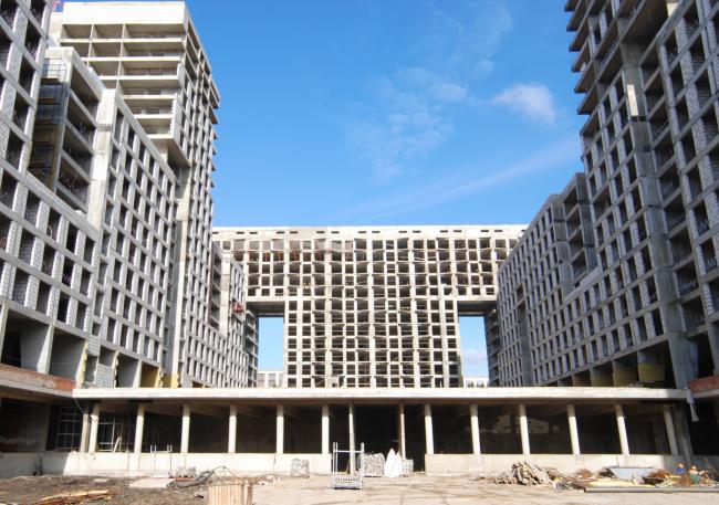 Вид двора между корпусами 2 и 3. Фотография А.Гнездилова, октябрь 2012 года. Предоставлена АБ «Остоженка»