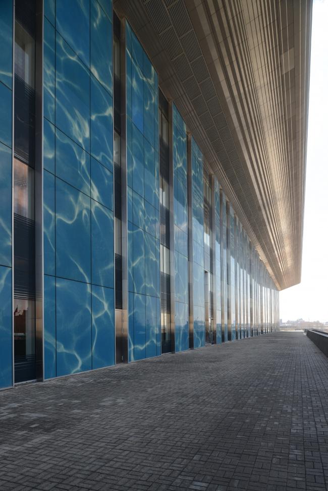 Дворец водных видов спорта в Казани. Фрагмент главного фасада