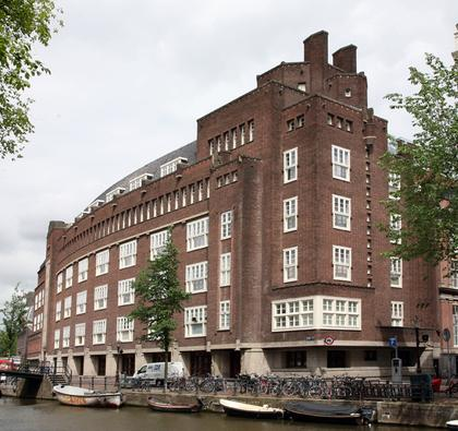 Илл. 19. Здание городской администрации в Амстердаме, 1925. © А.Д. Бархин