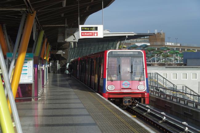 Станция «Стрэтфорд» легкой железной дороги. Фото: Matt Buck via flickr.com. Лицензия CC BY-SA 2.0