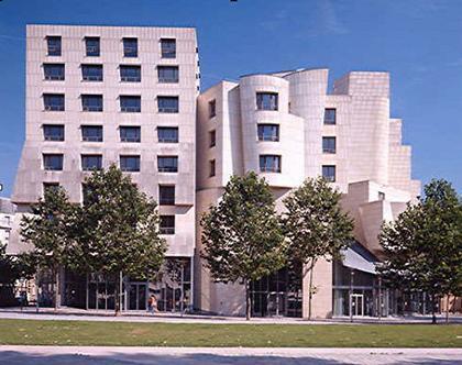Фрэнк Гери. Здание бывшего Американского центра в Париже. 1994