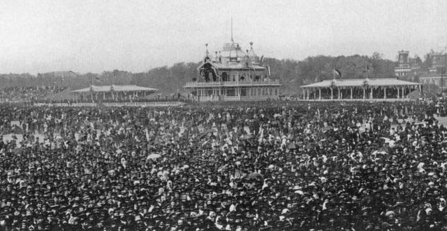 Историческое фото: гуляния по случаю коронации Николая II в мае 1896 г. Фотография предоставлена организаторами конкурса