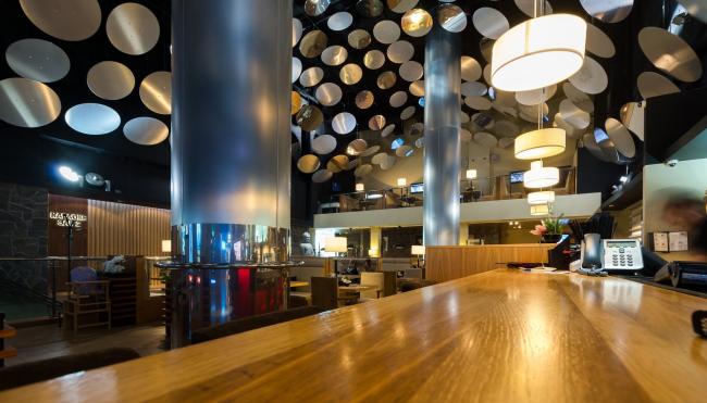 Интерьеры общественных зон кинотеатра «Люксор IMAX» в Сочи © UNK project