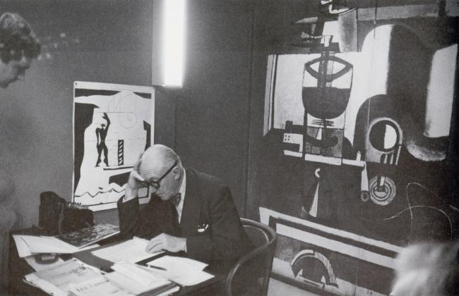 Ле Корбюзье за работой. Фотография Fondation Le Corbusier via Archdaily.com