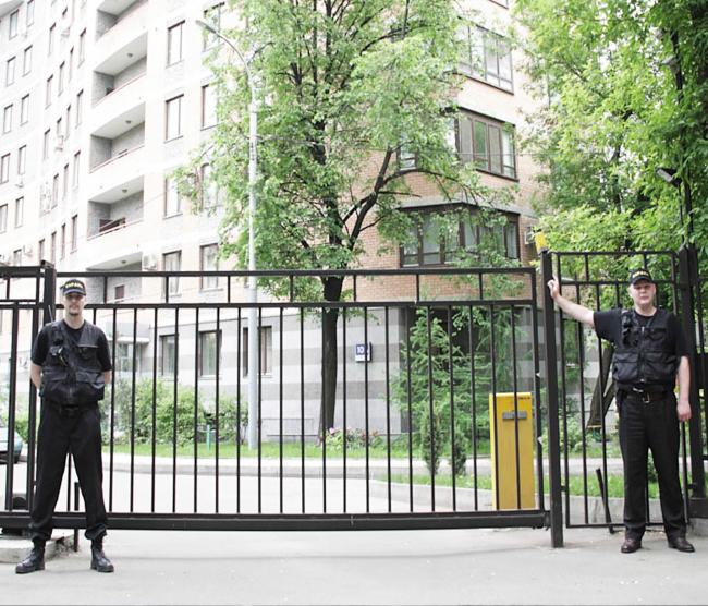 Ограждение двора в микрорайоне. Из презентации Андрея Гнездилова