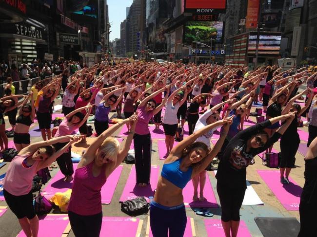 Таймс-сквер в Нью-Йорке - улица, полностью отданная пешеходам. Из презентации Надежды Нилиной
