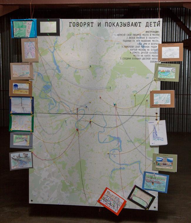 Стенд Веры Гошкодери. Посетители рисовали любимые места в городе и соединяли их с точками на карте. Фото предоставлено пресс-службой Высшей Школы Урбанистики.