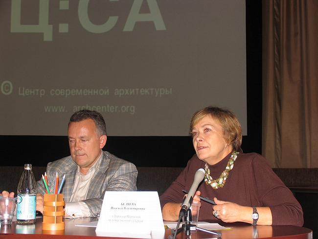 Министр культуры и молодежной политики края О. Ощепков и директор Пермской галереи Н. Беляева