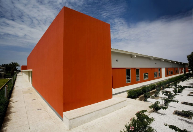 Центр кардиохирургии «Салям» в Хартуме (2007, 2009, архитекторы Studio Tamassociati) © AKAA / Raul Pantaleo