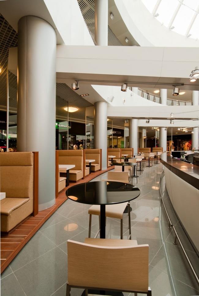 Ресторанная зона торгово-развлекательного центра «Град» в Воронеже © UNK project