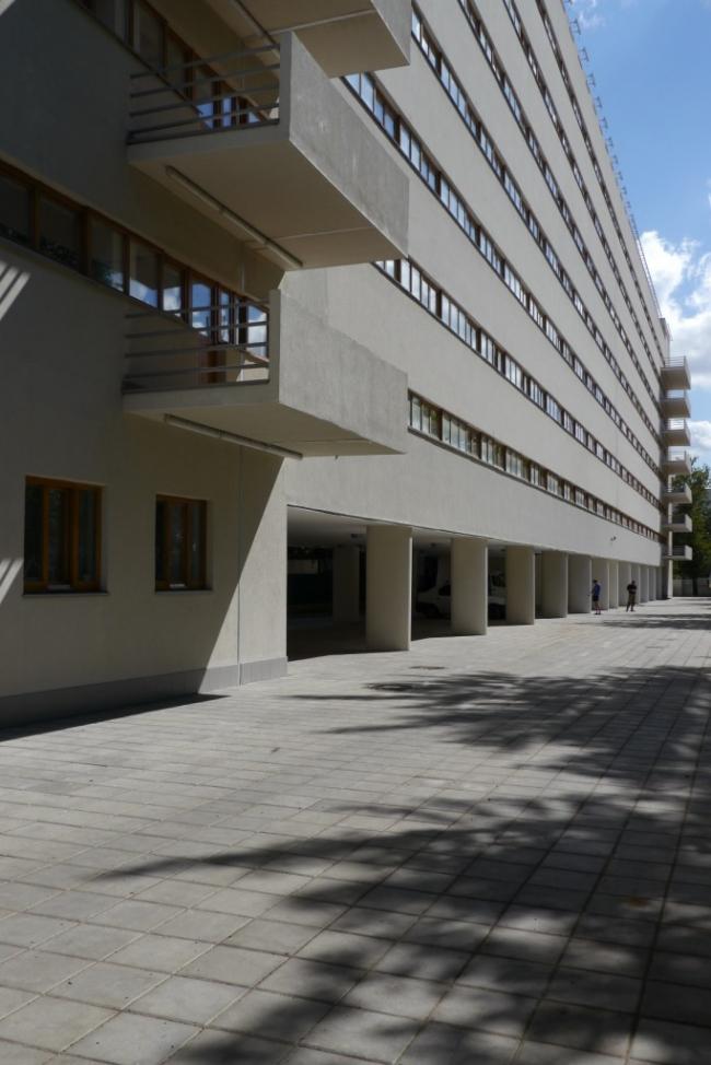 Внешний фасад спального блока. Фотография Е.Шорбан, 2013