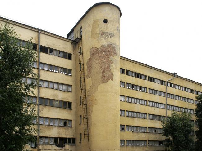 Дворовый фасад спального блока. Фотография А.Яковлева, 2007