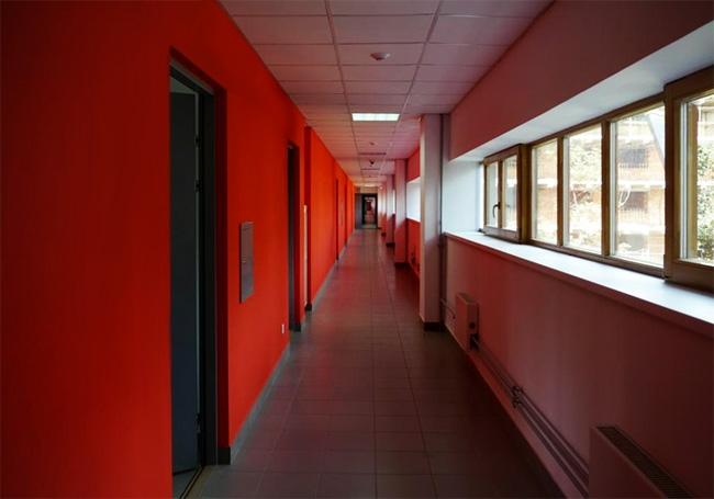 Спальный блок. Новая окраска коридора. Фотография Е.Шорбан, 2013