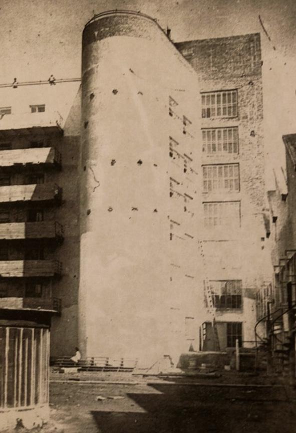 Дом-коммуна, объем пандуса. Архивная фотография. Предоставлена Е. Шорбан