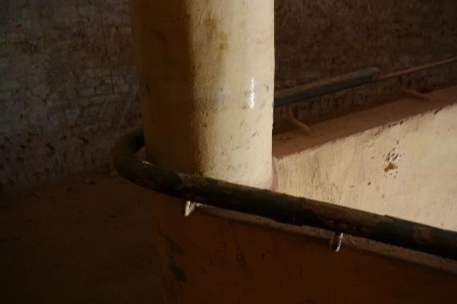 Средний блок, пандус, подлинное ограждение. Фотография Е.Шорбан, 2013