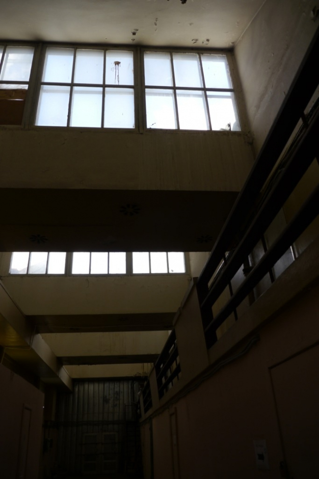Общественный блок, интерьер, 2 этаж, шедовые фонари. Фотография Е.Шорбан, 2013