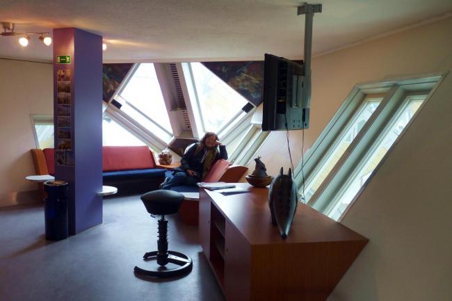 Пит Блом. «Кубические дома» в Роттердаме. Общая комната в «кубике-музее». Фото: Cmglee via Wikimedia Commons
