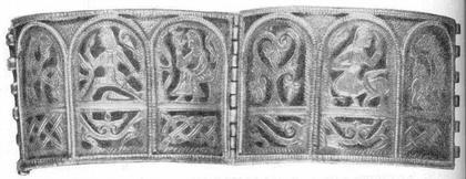 Рис. 1. Изображение мудрого кентавра («Китовраса») с серебряного браслета XII в. из Калинина