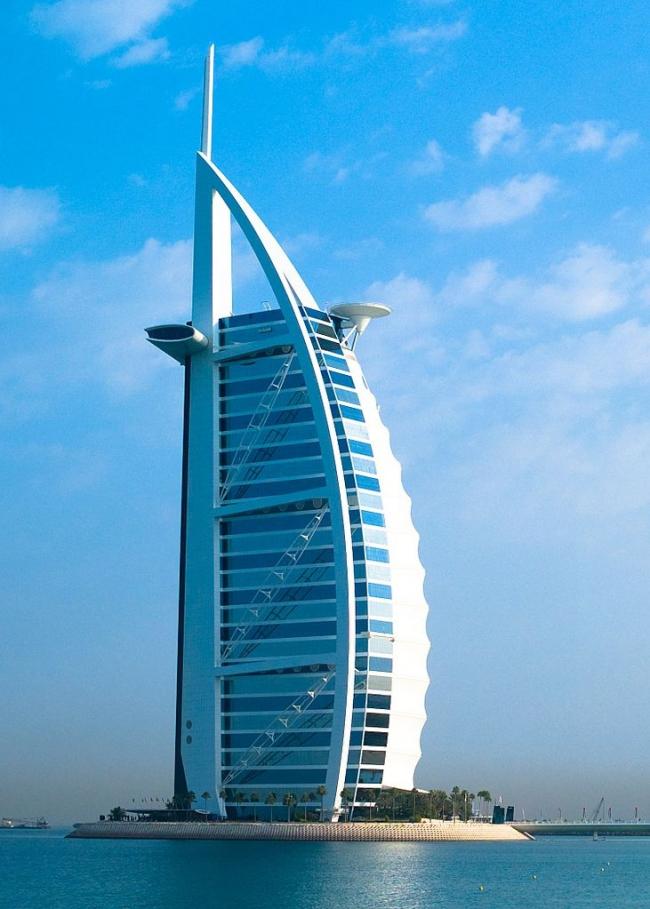 Гостиница «Бурдж аль-Араб» в Дубае. Фото: Joi Ito via Wikimedia Commons