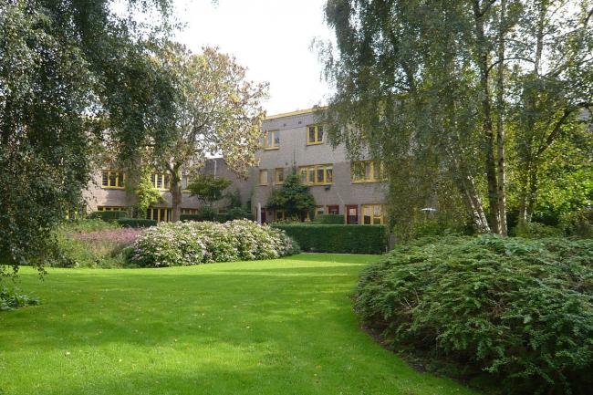 Жилой комплекс «Тёйнвейк» в Гаарлеме. 1920-22. Архитектор Йоханнес ван Лохем. Фото: Jane023 via Wikimedia Commons
