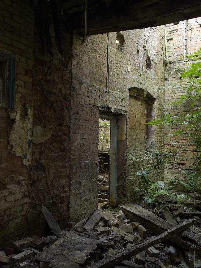 Имение Эстли до реконструкции. Фото © P. Barker, Landmark Trust
