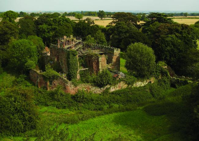 Имение Эстли до реконструкции. Фото © Landmark Trust