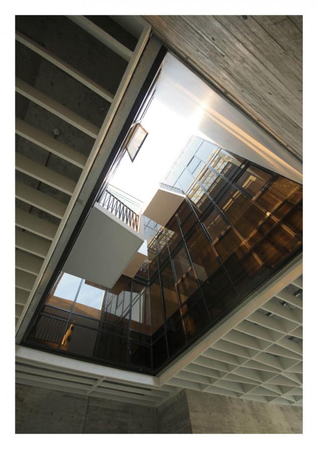 """""""Производство/Энергия/Вторичное использование«. »A Simple Factory Building"""" в Сингапуре бюро Pencil Office. Предоставлено WAF"""
