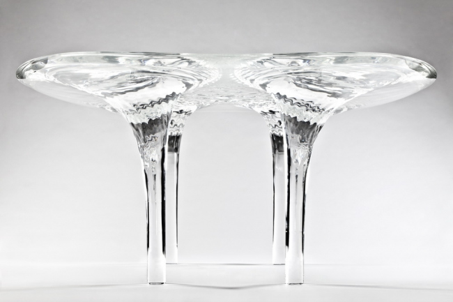 Стол Liquid Glacial. Фото: Jacopo Spilimbergo