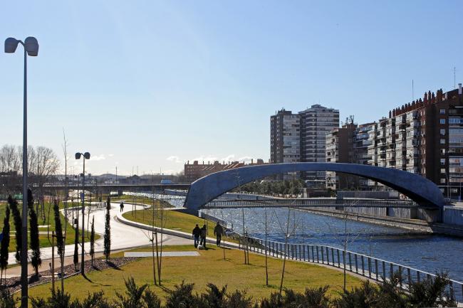 Madrid Río. Мост бюро West 8. Фото © Надежда Щёма