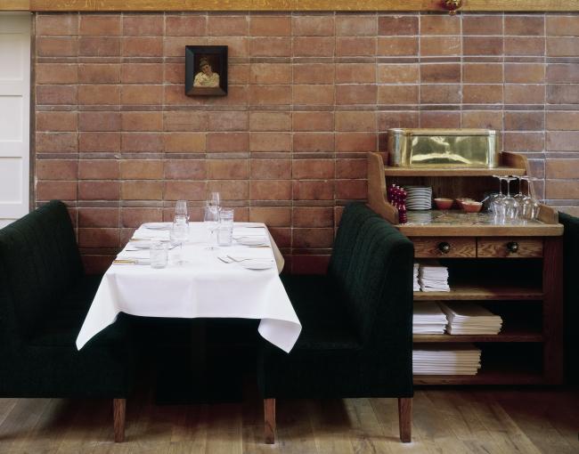 Бывшая еврейская школа для девочек - реконструкция. Ресторан Pauly Saal © Stefan Korte. Предоставлено Ehemalige Jüdische Mädchenschule