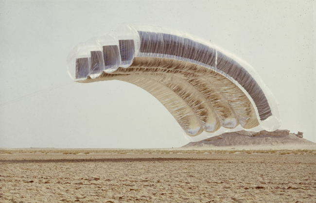 Грэм Стивенс. «Пустынное облако». 1972 © Archive photographique FRAC Centre, Orléans