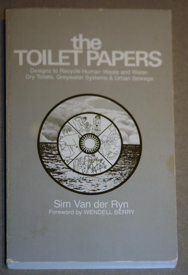 Книга Сима Ван дер Рина о сухих туалетах, экологичной канализации, системах использования «серой» воды. Фото: Нина Фролова