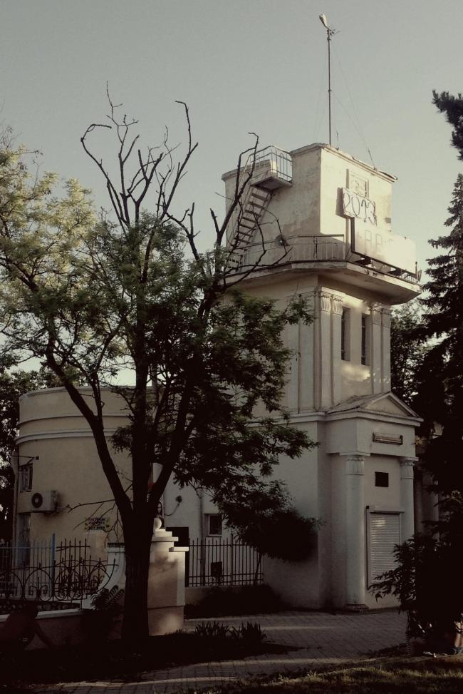 Евпатория. Биоклиматическая станция на набережной. Современное состояние. Архитектор:   Борис Белозерский, 1932 г. Фото Алексея Комова.