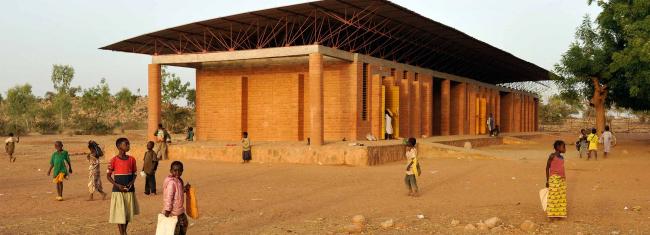 Начальная школа в Гандо. Фото с сайта kere-architecture.com