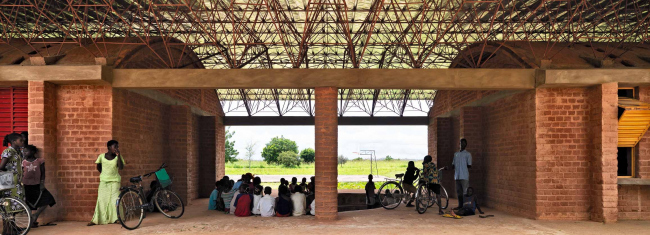 Начальная школа в Гандо. Корпус 2008 года. Фото © Erik Jan Ouwerkerk