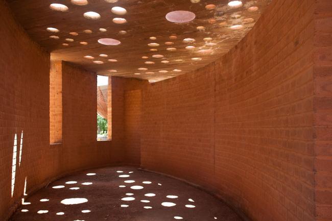 Библиотека начальной школы в Гандо © kere architecture