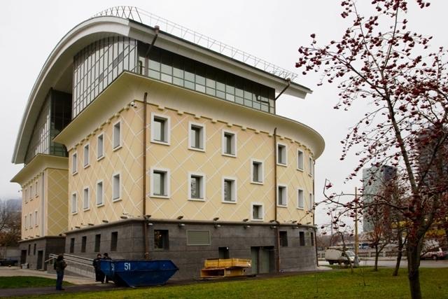 Административное здание на набережной Тараса Шевченко