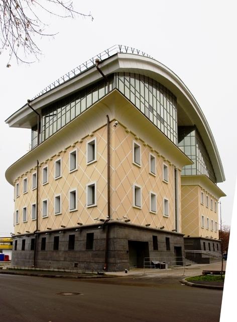 Административное здание на набережной Тараса Шевченко. Фотография с сайта ortost.ru