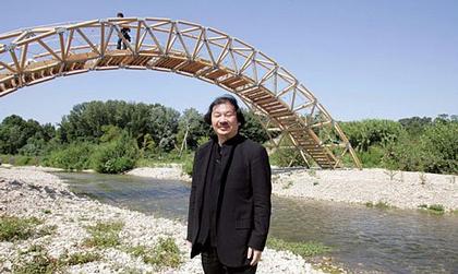 Мост через реку Гар. На переднем плане - Шигеру Бан
