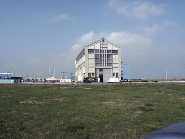 Здание FRAC Север – Па-де-Кале. Вид эллинга до перестройки © Lacaton & Vassal Architectes